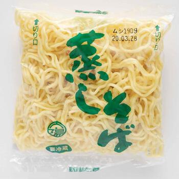 粉ものの本場、大阪で愛され続ける焼きそば用の蒸しそばです。蒸しそば特有のもっちりとした歯触りと弾力を味わうことができます。ほぐれも良いので、調理しやすく味も絡みやすいのが特徴です。