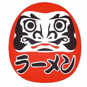 醤油ベースの黒いスープが特徴の、富山の老舗ラーメン店です。粉から作る完全自家製の手もみ麺が特徴で、スープとの相性も抜群です。