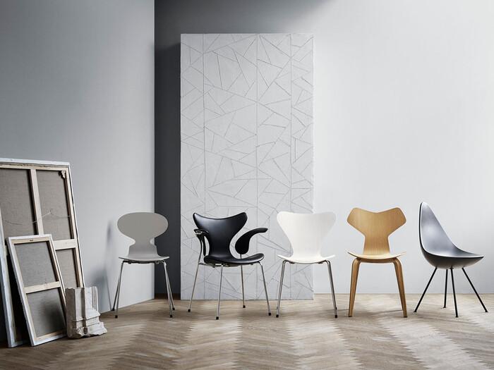 北欧家具といえばデンマークを真っ先に思い浮かべるのではないでしょうか。近年では、家具だけに留まらず、デンマークの暮らし自体が注目の的に。その背景には、心が安らぐ・居心地が良いなどの意味がある「Hygge(ヒュッゲ)」という文化に根付いた考え方があります。家具もまたその考え方に寄り添うように、デザインだけでなく使い勝手が良く高品質であることなど、使い手への配慮が行き届いています。選ぶときにはぜひ使いやすさも意識してみてください。