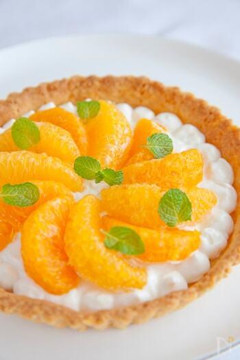 糖質をおさえたヘルシーなタルトのレシピです。水切りヨーグルトを使い、生クリームや砂糖は不使用なので、ダイエット中でも食べやすいですね。お好みのフルーツでアレンジしてみて♪