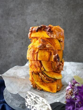 かぼちゃをふんだんに使ったすっりしとしたパウンドケーキ。かぼちゃに加えたっぷりのくるみとメープルシロップが入っているので食べ応え満点です!手土産にも喜ばれそうですよね。
