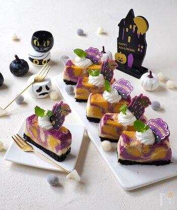 かぼちゃフレークと紫いもフレークを使った見た目も華やかなマーブル色のチーズケーキ。フレークを使うので時短にもなりますよね。さらに電子レンジで作れちゃうので思い立ったらすぐに作れる気軽さがあります。ホイップクリームやミント、ハロウィンの飾りを添えて、おもてなしにもおすすめのケーキです。
