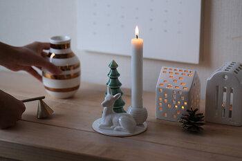 デンマーク生まれの陶磁器ブランド「dottir(ドティエ)」の冬の気分いっぱいのホルダー。絵本の中から飛び出してきたかのような、ノスタルジックなかわいらしさが詰まっています。