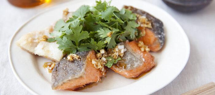 フライにした鮭にネギと酢のサッパリたれがぴったり。多めに作って冷蔵庫で寝かせても味が染みて美味しいですよ。