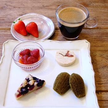 お店おすすめのデザートは「カフェ・グルマン」。美食の国フランスで定番になっているデザートで、ひとつのお皿に小さなスイーツを少しずつ盛り合わせています。可愛いデザートプレートにワクワクしますね。