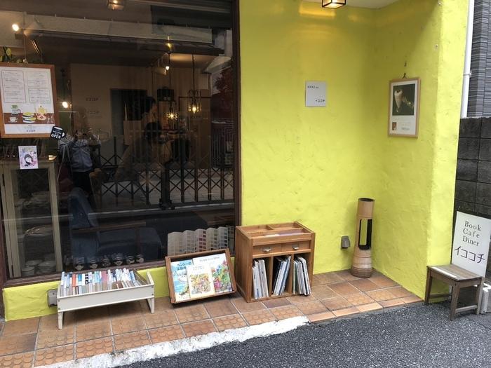 丸ノ内線の東高円寺駅すぐそばにある「イココチ」は、黄色い外壁が印象的なカフェ。