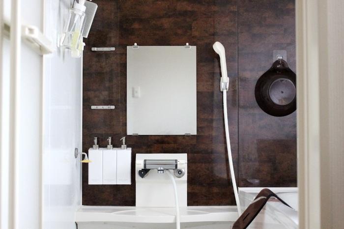 """蛇口の根元や浴室の鏡など、一度水垢が付いてしまうと掃除がしにくく、どんどんたまって強力な""""うろこ""""になってしまうことも。こうした強力な水垢にも、クエン酸が役立ちます。"""