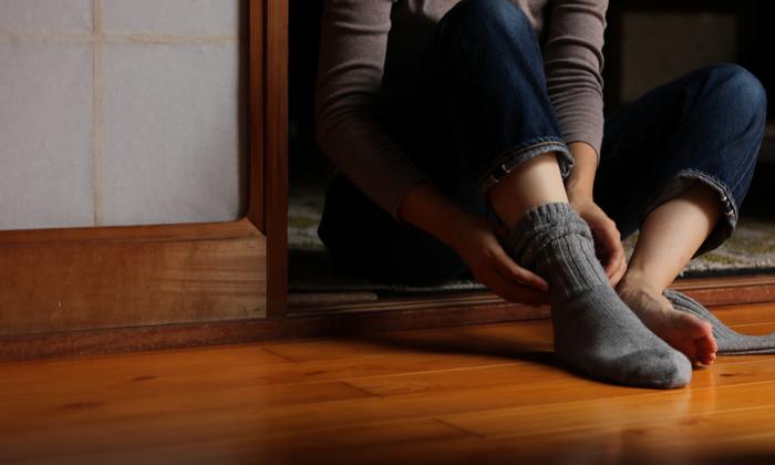 ウールは吸湿・放湿性にも優れてムレ感が少ないため、アウトドアや登山用のソックスにも使われる素材です。こちらは普段履きにしやすいシンプルなリブソックス。良質なニュージーランド産エクストラファインウールをぜいたくに使用しています。