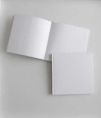 中も外も真っ白なノートなら自由自在に、自分らしいフォーマットを生かして「レシピノート」を作っていくことができます。こちらはダイソーのもの。  無印の中が無地のノートも便利です。自分の手に馴染むサイズのノートが見つかるといいですね。