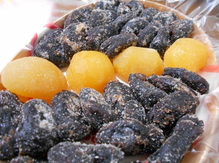 お豆の風味がしっかり感じられる甘納豆は、お店の人気商品。おたふく豆やうぐいす豆など数種類あり、お茶請けにおすすめ。日本茶好きな方への手土産にぴったりです。