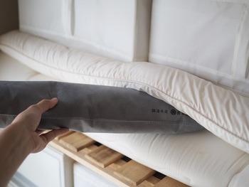 しばらく使わないシーズンオフの布団の間に炭を挟んで。布団の湿気&カビ対策になります。