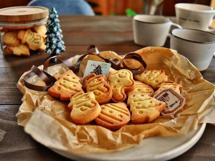 絵心がない、手先が器用じゃない人は、スタンプクッキーの型を使えばお店で売られているようなクッキーが作れます。  粘土遊び感覚で使えるので、休日に親子でクリスマスクッキー作りにチャレンジしてみませんか?