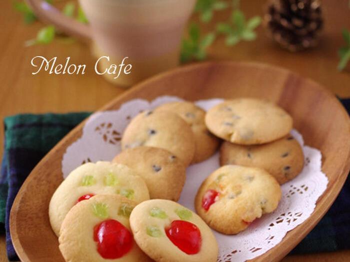 昔懐かしのドレンチェリーを使ったクッキー。ドレンチェリーには赤と緑の2色があり、両方使えばクリスマスカラーのクッキーに。さりげない感じが大人のクリスマスを演出してくれます。