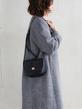 Mimi ミミ|FRANCIS  サコッシュにはないマチつきがポシェットの特徴。中身が取り出しやすいので、ミニ財布やリップなど、小物類を入れてスマートにお出かけできますよ。