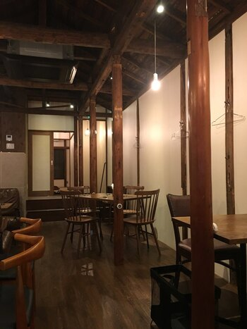 神楽坂商店街にある「神楽坂アッカ」は、イタリアワインと野菜中心のイタリアン。大人の街、神楽坂で夜を過ごしたいときにおすすめです。
