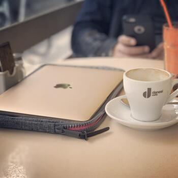 一般的なブラックコーヒー1杯のカロリーは約8kcal。生クリームがたっぷりと乗ったウィンナーコーヒーは約140~200kcalと、どうしても高めになってしまうようです。