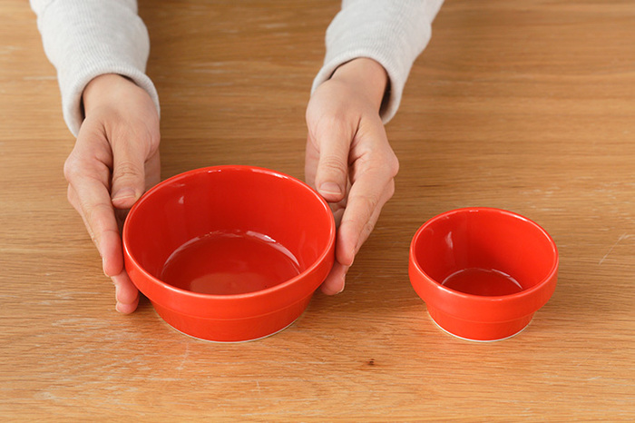 鍋のとり鉢やとり皿に使いやすい「ブロックボウル ミニ:φ120×H45(mm)」と、さらに小さい「ブロックボウル リトル:φ82×H42(mm)」。親子で鍋の際、おそろいで使うのも素敵です。