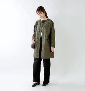 「ORCIVAL(オーシバル)」のキルティングコートは、薄くて軽くてもしっかりとした保温効果が備わっています。ゆったりとしたサイズ感なので、インナーに分厚いものを着ても大丈夫。また本格的な寒さになったら、他のコートのインナーとしても使うことができるので、いろいろなバリエーションを楽しめます。