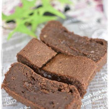 食事の最後にデザートは欠かせませんよね。パンも焼けるんだから、ケーキだってお手のもの!濃厚な美味しさのチョコレートケーキが、混ぜて焼くだけの簡単さです。