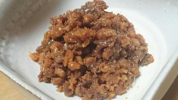甘いものが苦手な人や、お酒が好きな人に、神戸牛を手軽に味わえるお土産になります。この他、神戸の特産品である「いかなごのくぎ煮」も人気。小魚の佃煮で、ご飯が進みます。