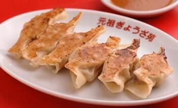 豚まんと同じく、中華街で人気のお土産となっているのがぎょうざ。中華街にある元祖ぎょうざ苑のぎょうざには、隠し味としてなんとA5ランクの神戸牛が9.1%使われています。メインの豚肉も神戸ポークです。