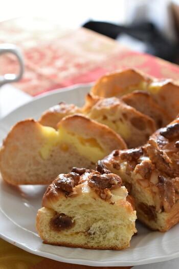 おすすめは、クルミとイチジクのブリオッシュ。パングランプリ大阪でクルミ部門の最優秀賞大阪府知事賞を受賞した逸品です。バター風味のブリオッシュ生地にクリームチーズやキャラメルを混ぜ込み、ごろっとしたクルミとイチジクもプラスして食べ応え十分。そのほかにも「ぼっかけカレーパン」「5種類のフルーツとクルミの自家製酵母パン」など名物が多く、一部をのぞき200円前後で楽しむことができます。
