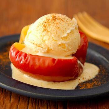 電子レンジを使えば、焼きりんごが超簡単&時短でできます!ちょっとおなかが空いたときやダイエット中のおやつにもおすすめ。まずは一度お試しを。