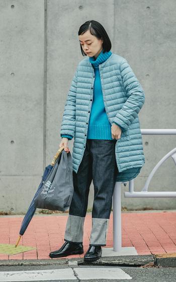 ノーカラーロングダウンの「ARKLEY DOWN PACKABLE(アークリー ダウン パッカブル)」は、「ARKLEY LONG」をベースにしたデザイン。美シルエットはそのままに、前後差をつけた裾や袖口のシャーリングなど、ディテールにこだわったダウンコートに仕上がっています。今季はトレンドカラーである鮮やかなブルーをチョイス。今年らしい着こなしが楽しめます。