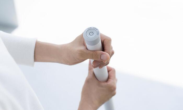 電源は手元にあるスイッチで操作します。シンプルで簡単な作りだから、使いやすくて親しみやすいです。強と弱の2モードあります。