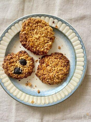 オートミールには食物繊維が豊富なので、ナッツと組み合わせることで相乗効果が期待できます。ざくざくとした食感を楽しみながら召し上がれ。