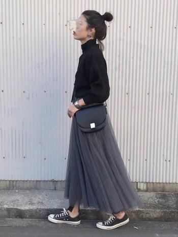 重ね着の定番アイテム、レギンス。裾からチラ見せするのが今っぽい。冬はチュールスカートは寒くて履けない…そんなときにはトレンドを意識しつつ防寒対策を。