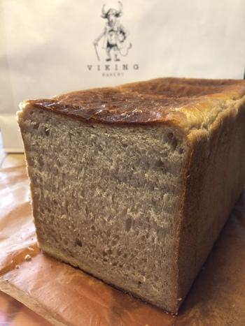 九州店舗限定の食パンBlackは、サンフランシスコ小麦を使用し、日本にはない小麦の風味を存分に楽しめます。お肉料理やお酒との相性がいいそうです。
