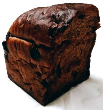 フレーバープティはそのまま食べるのはもちろん、サンドイッチに使っても◎  こちらのガトーショコラは、フランス産のヴァローナのクーベルチュールを使用した、カカオの香りも楽しめるチョコレート好きな方にイチオシの食パンです。