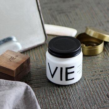 こちらの「VIE(ヴィー)」のボディバームはモノトーンのシンプルなパッケージがおしゃれ。プレゼントにも良いですね♪