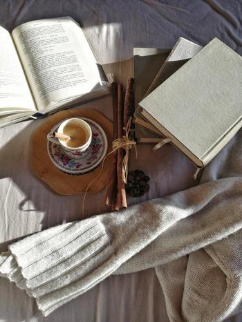 本は、私たちをさまざまな世界へと連れて行ってくれる上、数えきれないほどの知識も与えてくれます。今はまさに読書にぴったりな秋の季節です。ぜひこれを機会に読書を習慣にしてみませんか?