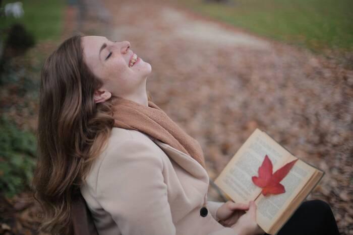 肌寒い季節に読みたい。ほっこり、心が温まるような小説・エッセイ11選