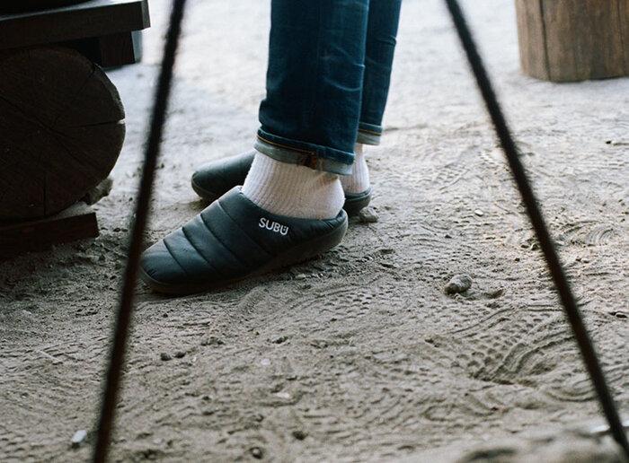 室内履きとしてはもちろん、ゴミ出しやコンビニなど靴を履くのが億劫なご近所もフットワーク軽く外出できます。