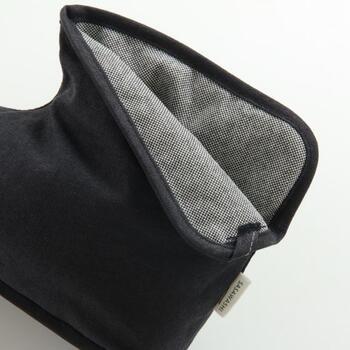 ささと和紙を足して出来た自然素材「ささ和紙」を使用。抗菌消臭効果と熱を発散する効果で、ブーツ型でも蒸れることなくさらりと履けるのでいつまでも清潔に保てます。