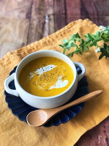 かぼちゃはレンジ加熱で時短調理。その分、玉ねぎをじっくり炒めてみて。甘みと旨みが引き出されてボリューム感のあるスープに仕上がりますよ。