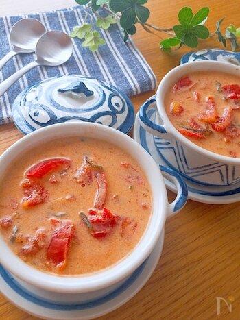 材料をお鍋に入れて火にかけるだけの簡単レシピ。トマト×昆布は旨みの相乗効果を生み出す名コンビです。豆乳を使うことでコクがあるのに軽い口当たりに仕上がります。