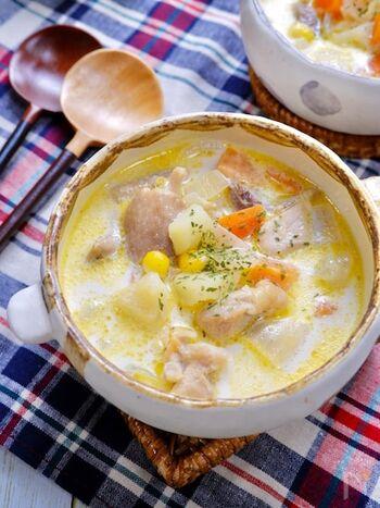 具だくさんで旨みたっぷり、食べ応え満点のスープです。材料をレンジ加熱することで時短調理にも◎。牛乳を加えてからは煮立てないのがポイント。分離してしまうのを防げます。