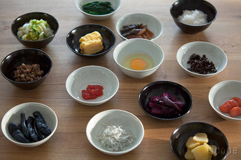 深さも色も好みで選べるので、家族それぞれ使いやすいサイズと好みの色を選んで揃えるのも良いかも。鍋用としてだけでなく、シンプルでどんな食卓にも合うとり鉢やとり皿は多用途に活躍してくれます。