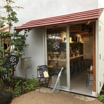 スリランカスタイルのカレーが楽しめる人気店「ADDA」。大阪の人気カレー屋「ボタ」と「デッカオ」がコラボレーションした一皿は、カレー好きならぜひ食べておきたい美味しさです。