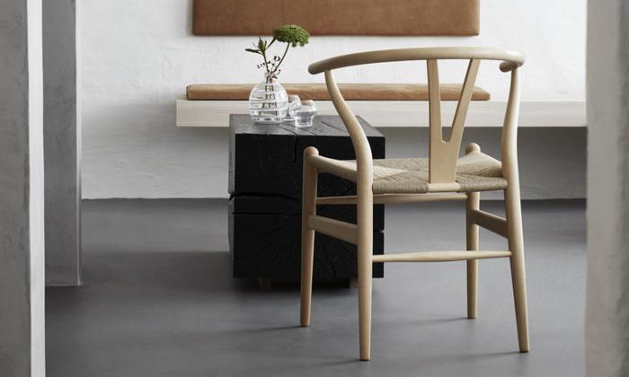 デンマークの家具デザイナー、ハンス・J・ウェグナー氏デザインのYチェア。中国・明時代のチャイニーズチェアからインスピレーションを得たそうです。やわらかな曲線やビーチ材の素材感は、日本のインテリアにもよく馴染みます。