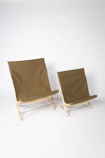 こちらは、Owen's Chair のminiタイプ(写真右)。座り心地はそのままにひと回り小さくなり、コンパクトでより持ち運びがしやすいタイプになりました。