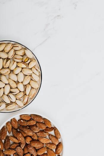 ナッツは食物繊維が豊富なので整腸作用が期待できます。便秘が改善されれば、体内に滞留している老廃物の排出も上手くできるようになるでしょう。また腸内環境が整うことで、プチ不調や肌荒れを予防することも♪