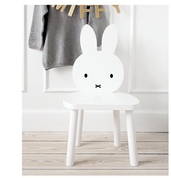 子供が使うのに丁度いいサイズのお椅子です。荷物置きにしたり、カゴや植木鉢、ぬいぐるみや雑貨を飾っても良さそうですね。