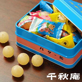 「小熊のプーチャンバター飴」は、北海道産の純良バターを使用した風味とやさしい甘さが口いっぱいに広がります。昭和の雰囲気を感じるクマの缶もレトロ♪個包装なのでお出かけにも持っていきやすいですね。