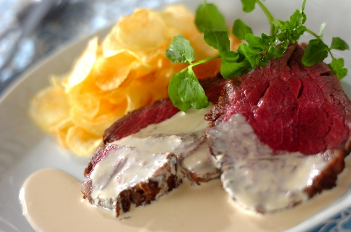 牛肉とわさびは、相性抜群。こちらは、わさびをきかせた贅沢な味わいの大人のクリーミーソースです。おもてなしやスペシャルディナーにも合いそうですね。