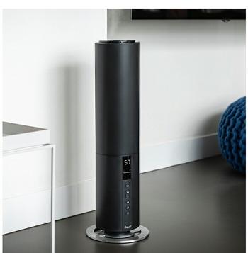 こちらも加湿器とは思えないスタイリッシュなデザインが目を引く超音波加湿器。大容量でありながらもタワー型なので場所を取りません。狭い空間でもすっきりと置くことができます。